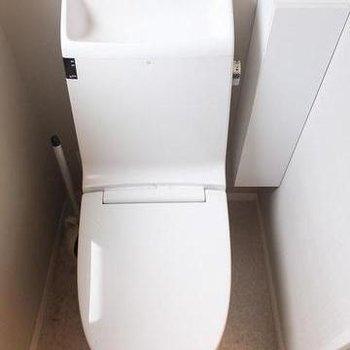 トイレは個室です!かっこいいデザイン。※写真は別のお部屋です。