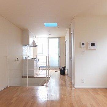 3階のリビングを逆方面から。※写真は別のお部屋です。