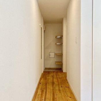 廊下側へ。