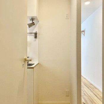 冷蔵庫は右側に。