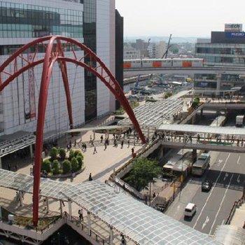 立川駅前には伊勢丹、高島屋にビックカメラなど