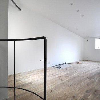 無垢床が気持ちの良いお部屋。※写真は別部屋