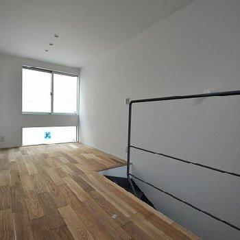 南向きに窓があります。ここにベッドを置きたい。※前回募集時の写真です。
