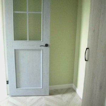 入り口からお部屋が見えないのもいいですね