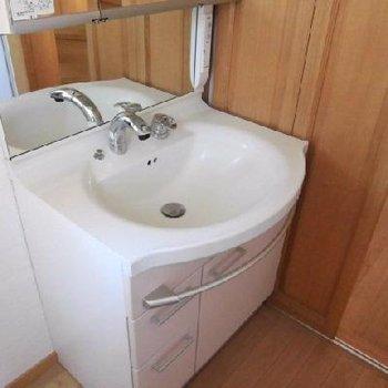 洗面台もしっかりと使いやすいものを。