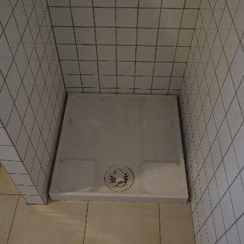 横には洗濯機置場。