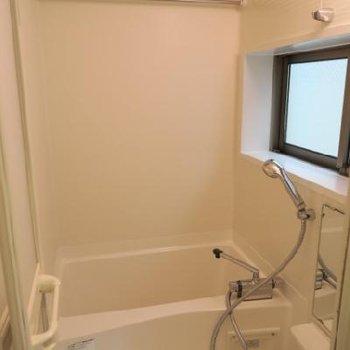 浴室乾燥付きのお風呂場、窓が嬉しい!