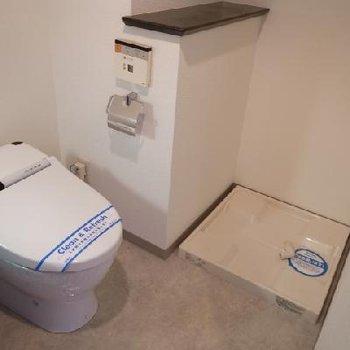 トイレの仕切りはないです※写真は別部屋です
