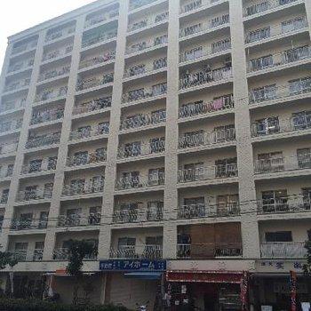 昭和築の立派なマンション。