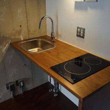 キッチンは木製で優しい