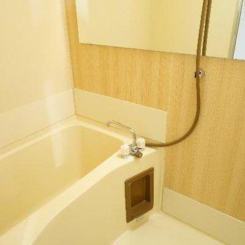 お風呂もきれいにクロスを張り替えました♪