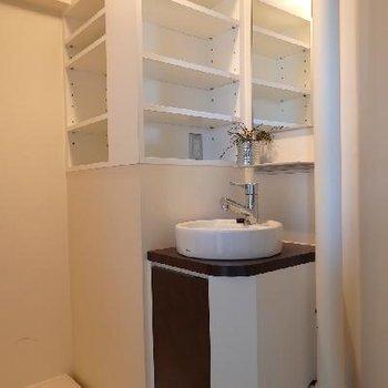 このレトロ感漂う洗面台が可愛い!