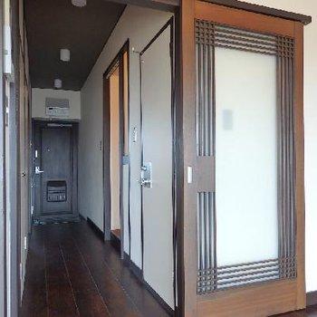 ドアもオシャレトロ。