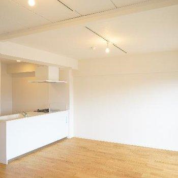広々カウンターキッチンのあるお部屋です。