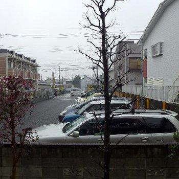 眺望は、駐車場。