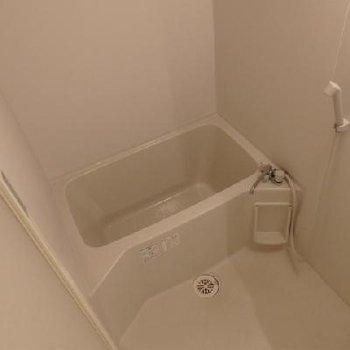 お風呂の広さは最低限。