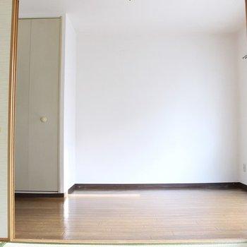和室から見た洋室