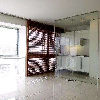 透明感のある白さを纏ったお部屋です。