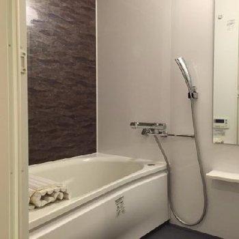 追い焚き機能付きの浴室です!