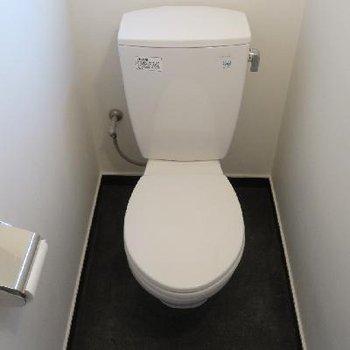トイレはシンプル。