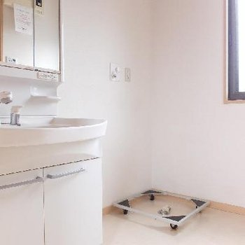 脱衣所もしっかり♪※画像は別室ですが洗面台のタイプは同じです