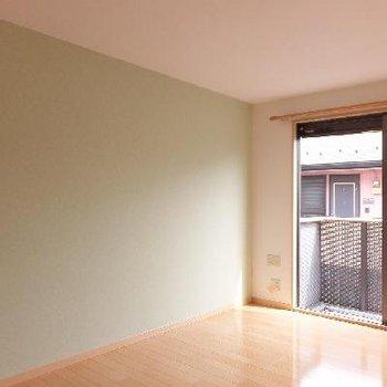 寝室にはアクセントクロス※画像は別室ですがカラーは同じです