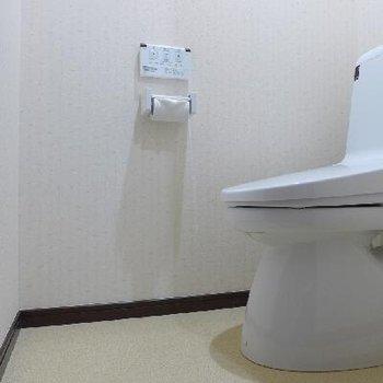 トイレはウォシュレット、快適 !