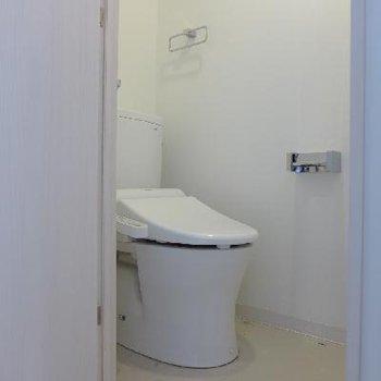 トイレはもちろんウォシュレット。