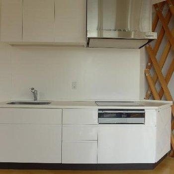 白いシステムキッチンはIH!