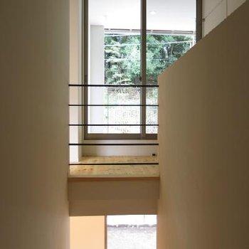 階段をおります。