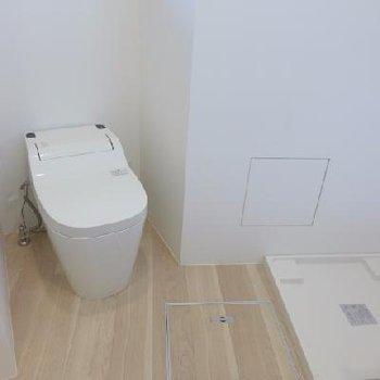トイレそばに洗濯機。
