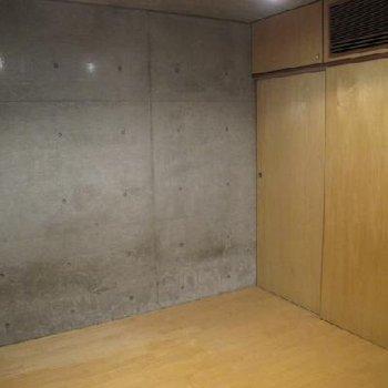 バルコニーがある方の洋室。※写真は別タイプのお部屋です