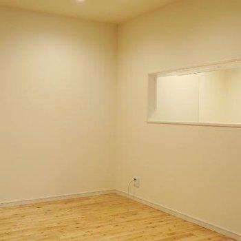 木目調の床が可愛らしいですね。
