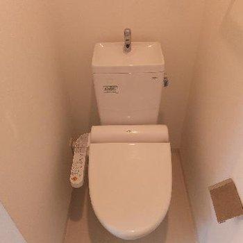 トイレ前が脱衣スペースにもなります。