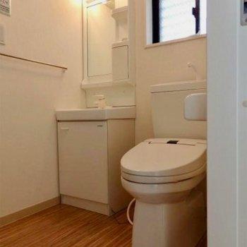 洗面台とトイレは同じスペースに。 ※写真は前回募集時のものです。