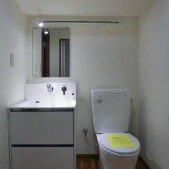明るくて素敵な洗面台ですね!