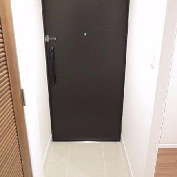 玄関の左側が水周りスペース