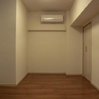 それぞれのお部屋にエアコンがついています