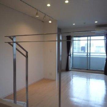 室内ステップフロアで広がりある空間