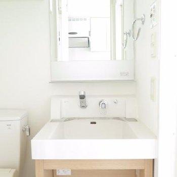 石鹸を置くのにも便利そうな洗面台