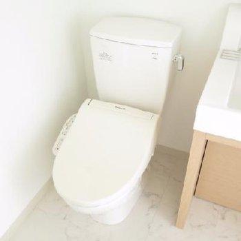 洗面スペースとトイレが隣り合わせです