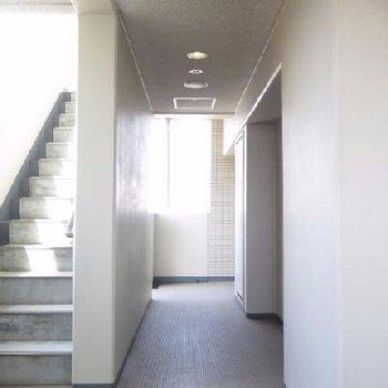 廊下は風が吹き抜けてきもちいい