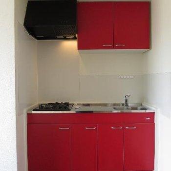 赤のキッチンがキュート♪