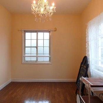 奥の寝室も2面採光です※写真は前回募集時のものです。