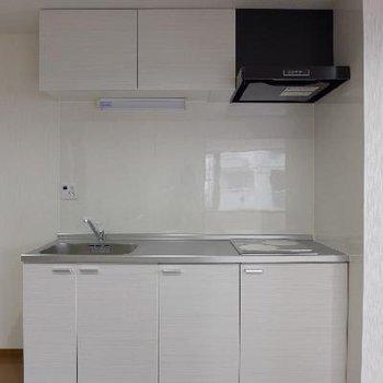 システムキッチンは白でピカピカ!