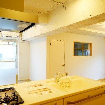 キッチンからの眺めです♪2面採光!※写真は前回募集時のものです