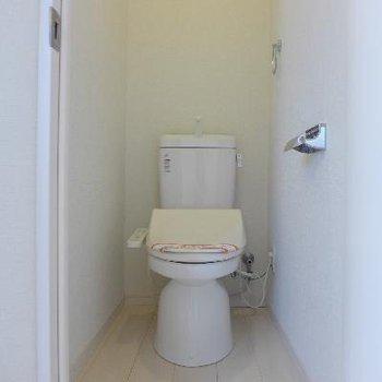トイレはウォシュレット※写真は別部屋です