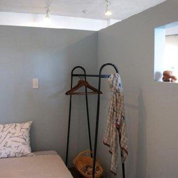 小さく切り取られた開口には、キャンドルとかインテリアグッズ飾りましょう ※写真は同間取り別部屋の401号室