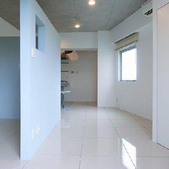 カラーは「55−80H」で検索ください!! ※写真は同間取り別部屋の401号室