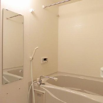 浴室乾燥機能付のバスルームで、雨の日の洗濯物も安心